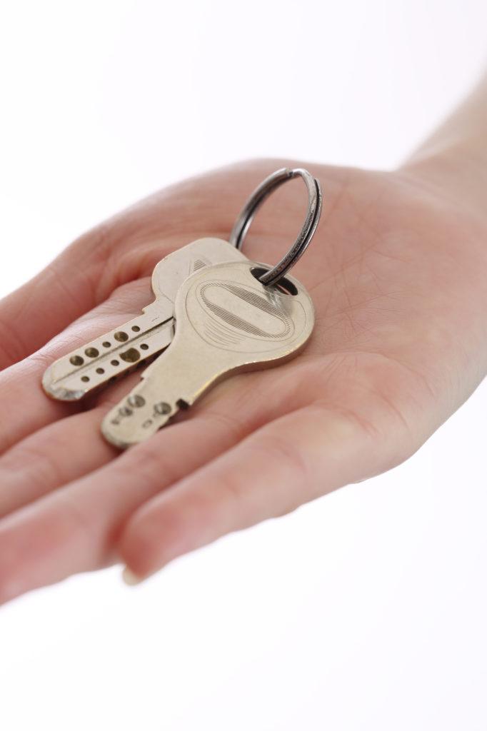 賃貸マンションの鍵交換って、本当にしてくれているの?費用は誰が負担するの?