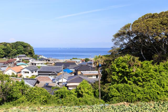 海の近くの家