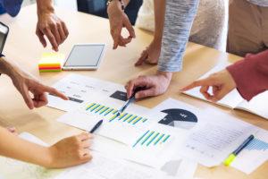 会議 分析 打合せ 資料 ビジネス