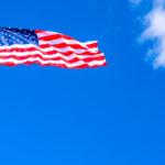 《ニューヨーク》星条旗と青空